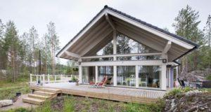 Дом с большими окнами из СИП панелей